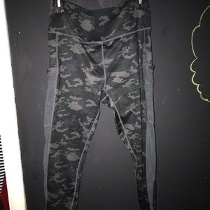 Fabletics Mesh Paneled Camo Cropped Leggings XL